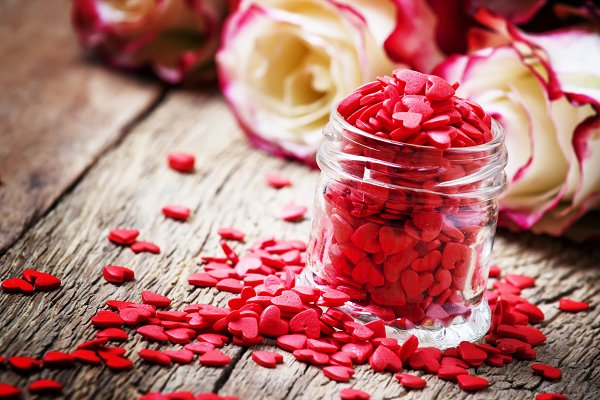 Red sweet heart in glass jar, Valen…