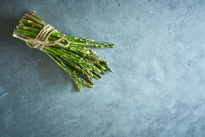 bunch of fresh raw garden asparagus