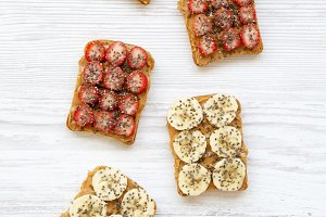 Vegetarian toasts with peanut butter