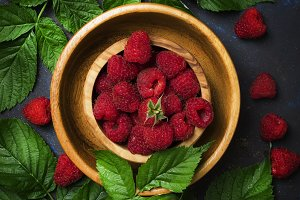 Fresh raspberries and green leaves i