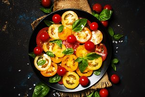 Spring salad with tomato and green b