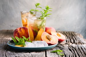 Refreshing iced tea with peaches