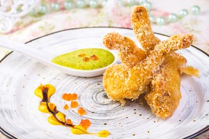 Fried frog legs on plate with lemon