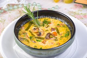 Creamy mushroom soup with root veget
