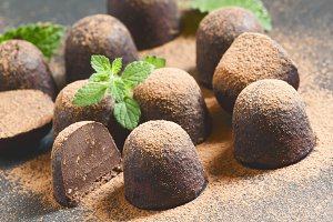 Homemade chocolate truffles with min