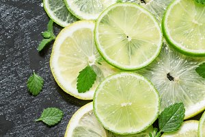 Sliced lemon, lime and mint leaves o