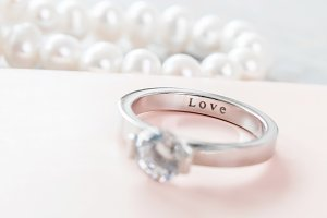 Engagement ring oa  pastel pink box,