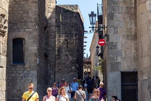 Tourists in the Gothic Quarter, Barc