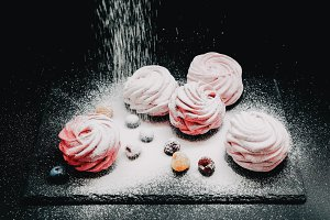 Berry marshmallow with sugar powder