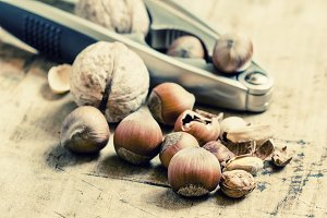 Chopped walnuts, hazelnuts and pista