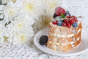 cake with ricotta and fresh berries