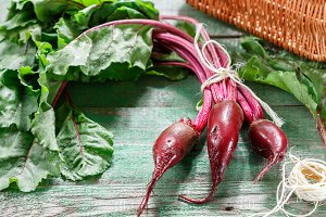 Organic red beets (beetroot)