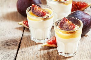 Homemade yogurt with  figs and  hone