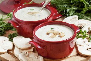 Creamy mushroom soup with mushrooms,