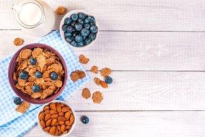 healthy breakfast, cornflakes berrie