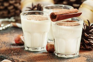 Eggnog with milk, cinnamon, grated n