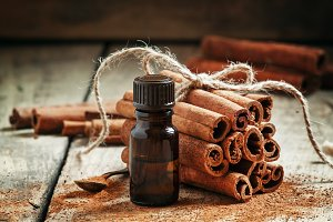 Essential cinnamon oil in a small bo