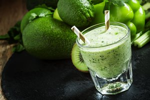 Green detox smoothie with avocado, k