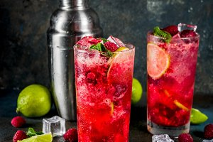Raspberry and lime lemonade