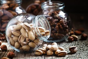 Salted pistachios in a glass jar, nu