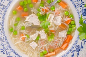Spring chicken soup noodles, vegetab