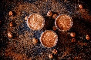 Chocolate-hazelnut smoothie with ban
