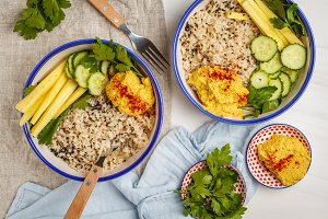 Brown rice, hummus and vegetables