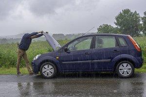 car enige failure in the rain