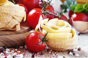 Tagliatelle and tomatoes, horizontal