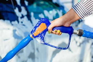 Manual car wash with pressurized