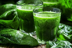 Healthy green smoothie from spinach