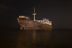 Night scene of a shipwreck in Lanzar