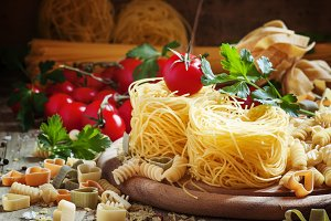 Dry Italian pasta Barbine in nests w