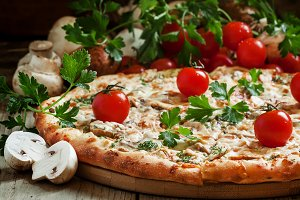 Pizza with chicken meat and mushroom