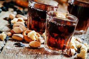 Cola glasses, sweet and savory snack