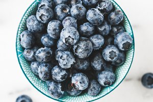 Blue bowl with fresh blueberry