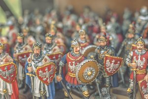 Figurines of knights 4