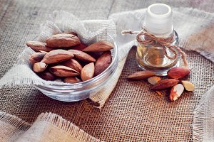 almonds and almond's oil