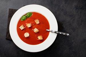 Homemade tomato soup with Basil, rus