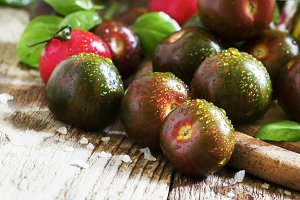 Dark green cherry tomatoes Black Pri