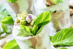 Pistachio ice cream with mint, desse