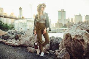 blogger woman posing in New York Cit