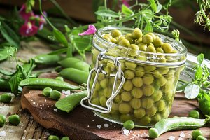 Canned sweet peas in a glass jar, fr