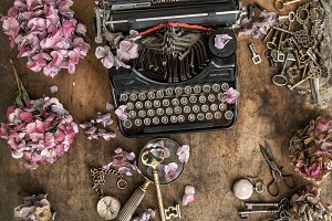 Vintage typewriter hortensia flowers