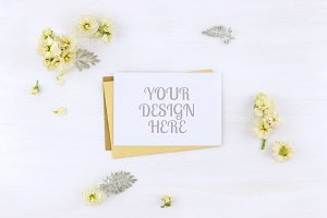Postcard mockup whith flowers