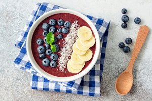 Acai blueberry smoothie bowl