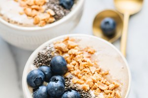 Smoothie bowls with fresh berries