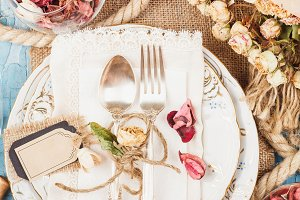 Tableware and silverware with dry fl
