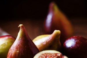 Cut purple figs on the board. Vintag