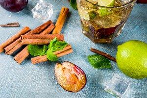 Cinnamon and plum lemonade